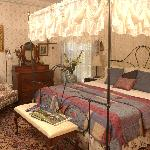 Sun Room, a deluxe room with king bed