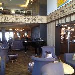 Hotel-Lobby mit Pianobar