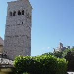 """La Rocca e la torre di San Rufino viste dal """"nostro"""" giardino"""