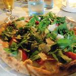Pizza con bresaola,rucola,grana, pomodorini