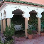 La terrasse pour le petit déjeuner et la détente
