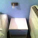 Arredo innovativo (per gli anni 80) con condizionatore direttamente nel letto