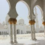 sheikh zahid mosque -one of the biggest mosque