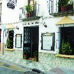 The entrance at Calle la Cruz 16.