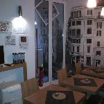 Petite salle à manger dans les espaces communs