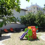 Giardino con giochi per i bimbi
