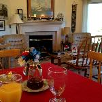 living room / breakfast area