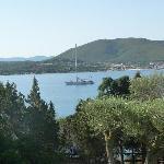 Blick vom Garten auf die Bucht