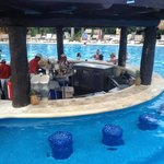swim up bar!!!