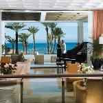Pioneer Beach Hotel - Lobby