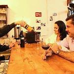 Ven a disfrutar de una buena copa de vino, a un  precio asequible, con tu familia y/o amigos