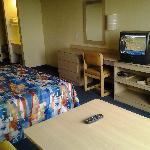 Motel 6 LAX_Rm628-1