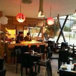 Moderno restaurant, barra y cocina