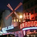 Moulin Rouge, Walking distance from hotel