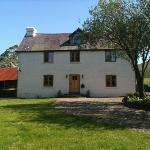 The farmhouse sat in a beautiful tranquil setting .