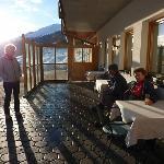 Am späten Nachmittag bei Kaffee und Kuchen die letzten Sonnenstrahlen geniessen.
