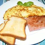 Omelet with mushrooms,GF toast, and ham