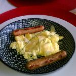 Parmesan scramble with chicken sausage links