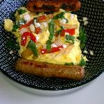 Feta scramble with chicken sausage links
