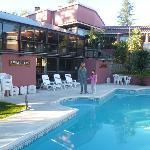 piscina con idromasajes y atras piscina climatizada