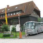 Hotel und Parkplatz