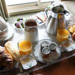 Le petit déjeuner servi en chambre