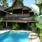 maison avec sa piscine privée