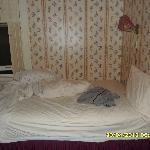 Il letto con la finestra dello scantinato