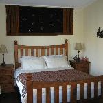 Seductive Saffron's romantic bedroom