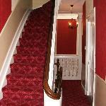 Hotelgang og trappe
