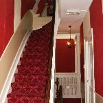 Hotelgang og trappe op til 3. sal set fra værelset