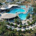 3 pools, restaurant, bar, poolbar