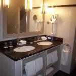 6th fl dbl sinks