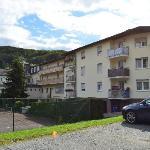 foto van hotel achterkant ( van parking getrokken)