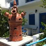 typisk Sifnos-skorsten vid entrén