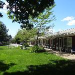 le motel vu du jardin