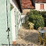 Terrasse pour les chambres en rez de jardin
