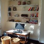 Computadora, libros y juegos