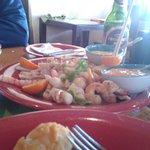 Jardin Marino (locos, cebiche, camarones, bolitas de pescado apanadas, machas, ostiones)