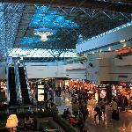 空港内免税店からすぐ