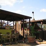 Terrasse avec bar et piscine