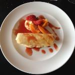 cannelloni croustillant à la crème d'abricot et basilic.