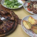 Arrosto misto, tagliata d'entrecote, patate e insalata verde