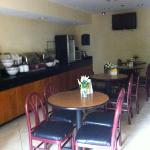 breakfast room, 4 small tables