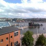Aussicht vom Balkon aufs Wasser