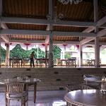 Просторный и уютный холл отеля