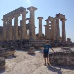 Giannis, владелец, также подвез нас до храма Афаи (маленький Парфенон :),