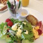 朝食。沖縄食材も多く使用されていました