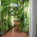 La chambre N°1 donne accès directe à la piscine