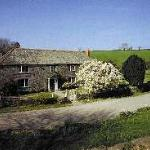 17TH CENTURY LISTED FARMHOUSE SET IN AN ACRE OF GARDEN
